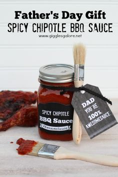 DIY Fathers Day Gift for Spicy Chipotle BBQ Sauce - Celebrate dad with this Spicy Chipotle BBQ Sauce. It's a gift guaranteed to make Father's Day Awesomesauce! Diy Father's Day Gifts Easy, Father's Day Diy, Bbq Gifts, Gifts For Dad, Daddy Gifts, Parent Gifts, Food Gifts, Teacher Gifts, Homemade Bbq