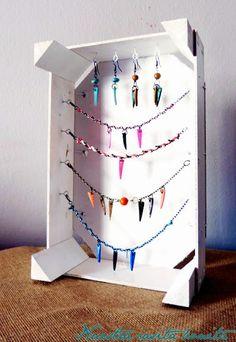 Joyero/expositor con caja de frutas | Decorar tu casa es facilisimo.com