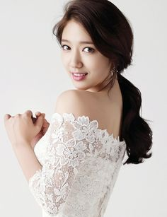 Park Shin Hye Is Praised For Her Dedication To Family Park Shin Hye, Gwangju, Bridal Makeup, Wedding Makeup, Bridal Hair, Summer Makeup Looks, Korean Wedding, Braut Make-up, Asian Celebrities