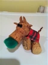 Reindeer cork Christmas ornaments.  Made with wine and champagne corks.  Super fun and super cute.
