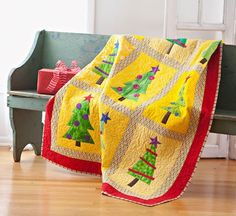 Oh my, look how beautiful it is. I just had to share with all my friends who love free quilting patterns. I found 12 free modern Christmas quilting patterns for you to make. They are all so pretty. It