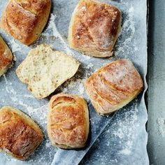 Näissä gluteenittomissa kaurasämpylöissä on vastustamattoman pehmeä rakenne ja herkullinen maku.Ota ohje talteen! Raw Food Recipes, Bread Recipes, Baking Recipes, Gluten Free Treats, Gluten Free Baking, Raw Desserts, Sweet Desserts, Savoury Baking, Bread Baking