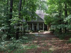 315 Ingleside Dr, Madison, MS - 4 Bed, 7 Bath Single-Family Home - 50 Photos Professional Painters, Paint Colors For Home, House Front, House Painting, Interior And Exterior, Beautiful Homes, Lawn, Home Goods, The Neighbourhood