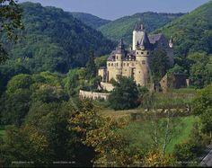 Winningen Germany Nettetal, Mayen, Landkreis Mayen-Koblenz, Eifel, Vulkaneifel, Sankt Johann, Blick auf Schloss Bürresheim, Buerresheim und Landschaft