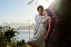 Foto pré-nupcial do casal Mariana e Juliano, ralizadas no início da noite, em Charitas, Niterói-RJ - Brasil