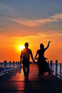 I& Be Your Sunset If you& be my silhouette Couple Photoshoot Poses, Couple Photography Poses, Sunset Photography, Silhouette Fotografie, Couple Beach Pictures, Love Wallpapers Romantic, Lovers Images, Silhouette Photography, Couples Images