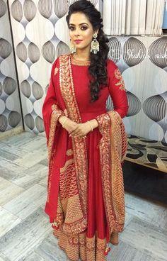Pinterest: @pawank90 Indian Wedding Outfits, Pakistani Outfits, Bridal Outfits, Indian Outfits, Women's Ethnic Fashion, India Fashion, Indian Attire, Indian Wear, Elegant Dresses