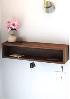 Modern Entryway Organizer mit Magnetic Key Hooks in Choice of Hardwood Mid Century Modern Style Foyer and Entryway Ideas Century Choice Entryway hardwood Hooks Key Magnetic Mid mit Modern Organizer Style Modern Entryway, Entryway Decor, Entryway Shelf, Entryway Ideas, Modern Entrance, Home Interior, Interior Design, Entryway Organization, Key Hooks