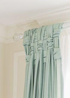 Gli intrecci rendono anche le tente piú semplici... Molto sofisticate. - Braiding will add elegance toordinary curtains