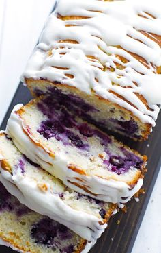 Lemon Blueberry Bread - A moist lemon poundcake studded with fresh juicy and plump blueberries! Blueberry Bread Recipe, Blueberry Loaf, Blueberry Breakfast, Breakfast Snacks, Breakfast Cake, Scones, No Bake Desserts, Dessert Recipes, Bread Recipes