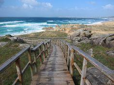Acceso a la playa de #Corrubedo, donde se pueden ver las mejores dunas de #Galicia #Ribeira #ACoruña #SienteGalicia      ➡ Descubre más en http://www.sientegalicia.com/