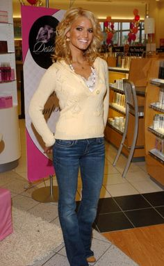 Top Jessica Simpson Street Style Collections Jessica Simpson is famous Singer and Celebrities from USA, we have the best street style collections that will blow you mind. By purchasing multiple hair extensions, you may occasionally change you… Jessica Alba, Nick And Jessica, Jessica Simpson Style, Jessica Simpson Jeans, Jessica Simpson Makeup, Ashlee Simpson, Daisy Duke Workout, Jessica Simpsons, Teen Choice Awards