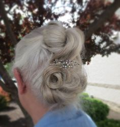 Love this sparkly Lilla Rose Flexi clip in this stunning silver hair up and down. Love this sparkl Over 40 Hairstyles, Easy Updo Hairstyles, Gray Hair Growing Out, Long Gray Hair, Hair Shows, Rose Hair, Crazy Hair, Aging Gracefully, Silver Hair