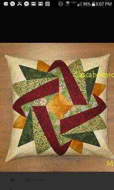 Patchwork und Applikation - Embroidery and Quilt Patterns - Handmade Patchwork Quilt Patterns, Patchwork Cushion, Paper Piecing Patterns, Quilted Pillow, Quilt Block Patterns, Quilt Blocks, Patchwork Ideas, Patchwork Fabric, Patchwork Bags