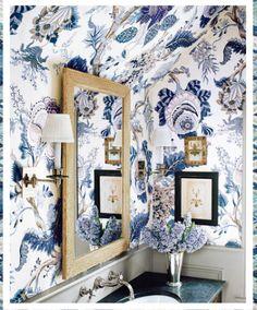bold floral wallpaper // bathroom