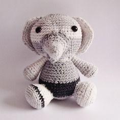 Éléphant gris au crochet, amigurumi