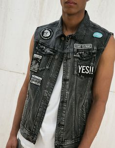 Discover the lastest trends in fashion in Bershka. Buy online shirts, dresses, jeans, shoes and much more. Jeans West, Denim Vest Men, Half Jacket, Love Jeans, Sleeveless Jacket, Mens Fashion, Fashion Outfits, Boys Shirts, Street Wear