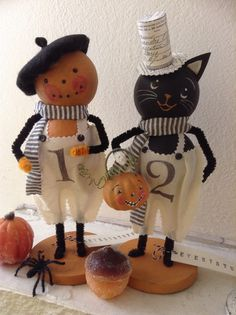Trick or treat Halloween Ornaments, Halloween Images, Halloween Signs, Holidays Halloween, Vintage Halloween, Halloween Crafts, Happy Halloween, Halloween Decorations, Plushies