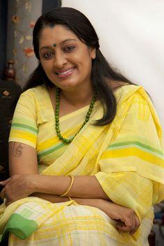 Urmila Unni Latest HD Photos In Saree Mallu Sexy Aunty Actress