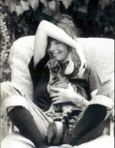 Diane Keaton with a cat