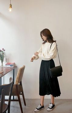 Take your style to the max with this pleated maxi skirt from Daily About! Take your style to the max with this pleated maxi skirt from Daily About! Source by Korean Girl Fashion, Korean Fashion Trends, Korean Street Fashion, Look Fashion, Asian Fashion Style, Mens Fashion, Long Skirt Fashion, Long Skirt Outfits, Modest Fashion