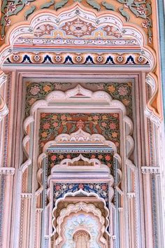 Beautiful Places To Visit, Cool Places To Visit, Places To Travel, Mughal Architecture, Beautiful Architecture, India Travel Guide, Asia Travel, City Palace Jaipur, India Palace