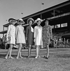 Final day winners of the Fashions in the Field contest held during the spring racing carnival at Flemington I remember my mum wearing styles like these. Melbourne Cup Fashion, Spring Racing Carnival, Jennifer Hawkins, Derby Outfits, Sport Of Kings, Races Fashion, Derby Day, Vintage Horse, Race Day