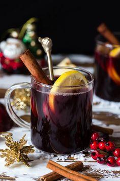 Idas fristelser Julegløgg Holiday Drinks, Moscow Mule Mugs, Cold Drinks, Chocolate Fondue, Side Dishes, Tableware, Desserts, Christmas, Food
