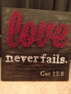 String and Nail Love Never Fails Mini von HeartsOnAStringLLC