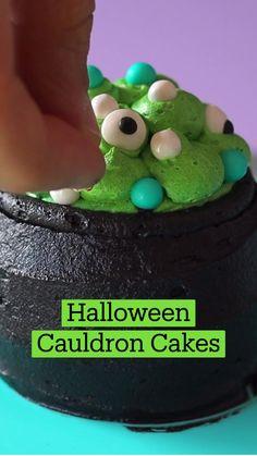 Cute Desserts, Halloween Desserts, Halloween Food For Party, Halloween Cupcakes, Cute Halloween Treats, Cauldron Cake, Fun Baking Recipes, Holiday Treats, Let Them Eat Cake