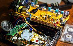 Капец! Похоже, зря я его разобрал.  #магнитофон #electro #прибор #ремонт #кассета