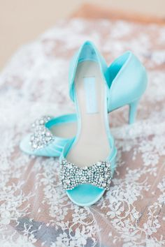 hochzeitsschuhe peeptoe Use your wedding shoes as your quot;something bluequot; We adore the rhinestone bows on these pale blue satin xobetseyjohnson peeptoe heels. Blue Wedding Shoes, Blue Wedding Dresses, Bridal Shoes, Wedding Heels, Wedding Vows, Wedding Hair, Bridal Hair, Wedding Jewelry, Peeptoe Heels