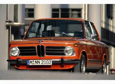 The BMW 2002 tii featured mechanical fuel injection by Kugelfischer, and was offered in a coupe and a three door hatchback.