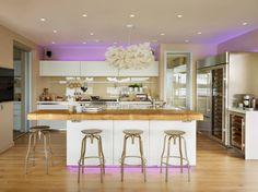 Светодиодная подсветка для кухонных шкафов: как выбрать, особенности монтажа и 65 универсальных идей http://happymodern.ru/podsvetka-dlya-kuhni-pod-shkafy-svetodiodnaya/ RGB-лампы могут подсвечивать помещение статичным цветом, или же по выбору. Цвет освещения можно выбрать на пульте дистанционного управления