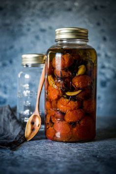These delicious sweet roasted tomatoes are preserved in olive oil and burst in your mouth with flavour. A recipe with only 5 mins active cooking time! Pots, Sydney Food, Best Comfort Food, Roasted Tomatoes, Nut Butter, Base Foods, Canning Recipes, Food Gifts, Soup And Salad