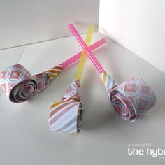 Party Blowers {Simple Paper Craft}If you want to add a little fun to your celebration then you have to try this simple paper craft. These cute and easy to make party blowers are the perfect addition to your next celebration.View This Tutorial Diy Party Blower, Party Blowers, Party Favors, Easy Paper Crafts, Fun Crafts, Crafts For Kids, Arts And Crafts, Straw Crafts, Party Time
