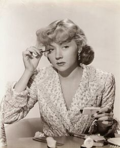 PUBLICITY STILL OF GLORIA GRAHAME