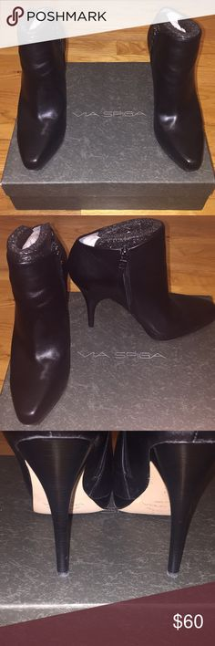 "Via Spiga Ethos Black Calf Booties Via Spiga Ethos Black Calf Booties, Size 7.5 • Pre loved and worn only a few times • No noticeable flaws • High quality smooth black leather • 4"" heel, .25"" platform • Ships with original box and replacement heel taps Via Spiga Shoes Ankle Boots & Booties"
