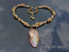 Seashell necklace, beach style jewelry, cream necklace, elegant seashell jewelry, natural seashell pendant, nautical necklace.