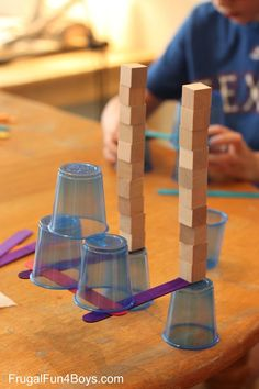 4 Engineering Challenges for Kids (Cups, Craft Sticks, and Cubes!) - Frugal Fun For Boys Challenge Feats of Balance. Make something stick out in an impressive Engineering Challenges for Kids Should you appreciate arts and crafts you will enjoy our info! Stem Science, Science Experiments Kids, Science Fair, Teaching Science, Science For Kids, Easy Science, Stem Projects, Science Projects, Class Projects