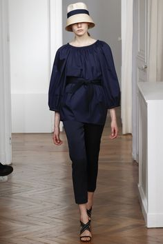 See the complete Martin Grant Spring 2016 Ready-to-Wear collection.