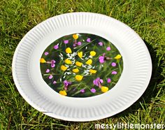 Outside crafts for kids. Flower Petal Paper Plate Suncatcher. Simple enough for toddlers/ preschoolers/ eyfs.