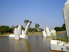 Praça dos Cristais. Obra paisagista do Roberto Burle Marx.