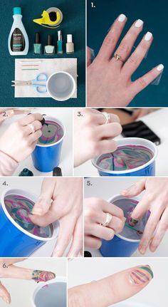 uñas pintadas con esmalte en agua