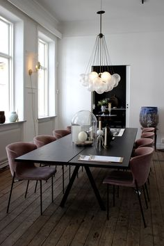 48 modern dining room chairs – seating comfort is also very important in the dining area! modern chairs dining room large dining table floor board My oh my the country…the fresh air; Luxury Dining Room, Dining Room Sets, Dining Room Chairs, Dining Room Furniture, Dining Area, Dining Tables, Dining Suites, Furniture Ideas, Kitchen Tables