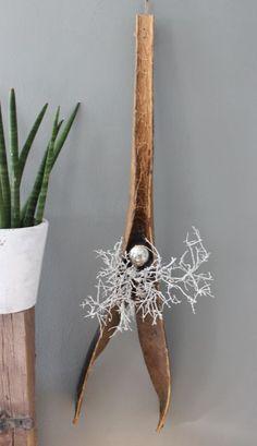 Beautiful WD u Aussergew hnliche Wanddeko Gespaltenes Kokosblatt dekoriert mit nat rlichen Materialien und einer Edelstahlkugel