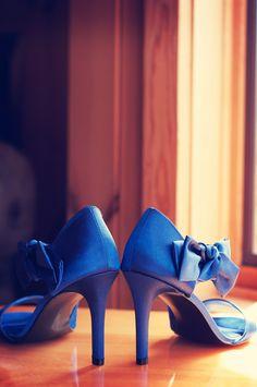 LOVE these heels! Photo by Sarah M. #WeddingPhotographerMinnesota #SomethingBlue #WeddingHeels