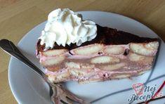Oblíbený dort ze zakysané smetany. U nás doma je na denním pořádku. Bez tohoto dortu si neumím někdy představit ani odpolední kávičku. S ovocem, pořádná dávka zakysané smetany s cukrem a na vrchu ještě čoko poleva nebo kakao. Nebíčko v tlamičce. Autor: Marta