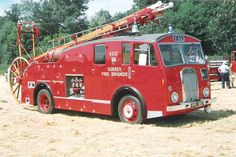 Fire Engines Photos - Ex-Surrey Fire Brigade 1951 Dennis Pump Escape Old Trucks, Fire Trucks, Rescue Vehicles, Police Vehicles, Old Police Cars, Fire Apparatus, Emergency Vehicles, Fire Engine, Fire Department
