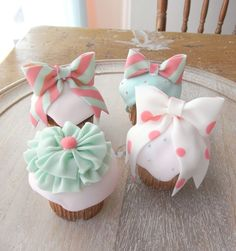 pretty cupcakes by thumb and cakes